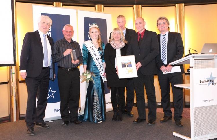 Die Preisträger mit Vertretern des Fischmagazin